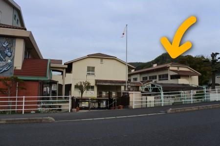 川側の2階矢印付き昭和小